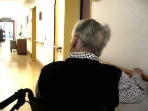 Le Nursing Touch® appliqué aux personnes âgées se concentre généralement sur les parties du corps les plus accessibles: les mains, les pieds et le visage
